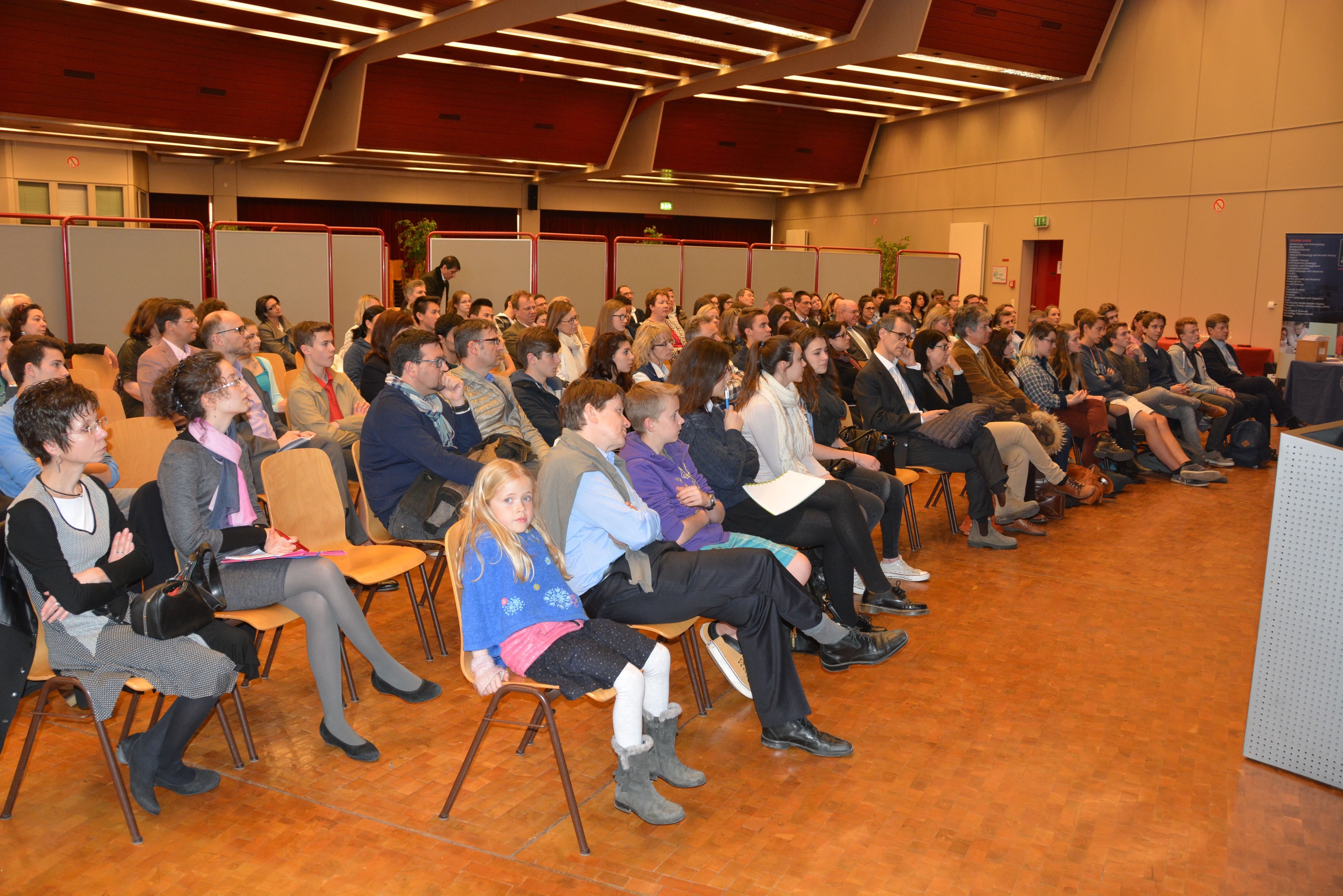 The large audience of pupils, parents and teachers